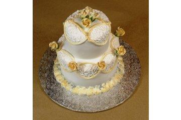 Trumps Fine Food Merchants & Wholesalers in Vancouver: individual wedding cakes