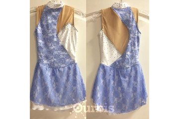 Artistry In Motion à Strathroy: Adult XS Periwinkle skating dress. Crystal AB rhinestones on stunning lace.