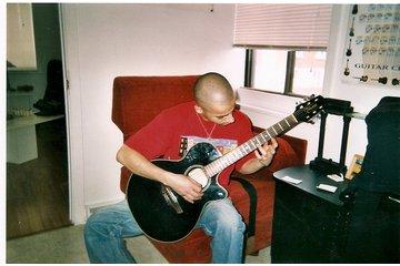 La guitare à ta portée in Trois-Rivieres: Un débutant bien concentré