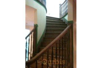 Plancher A Votre Goût in Longueuil: escalier neuve teinté au choix