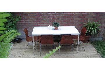 Atelier B Comptoir Polissage in Montréal: table en béton blanc