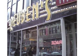 Reuben's Deli Steaks Desserts à Montréal