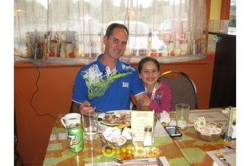 La Bouche en Folie Inc. à Joliette: Mario Rondeau et sa fille - Asperges Primera -Clients de La Bouche en Folie Inc.