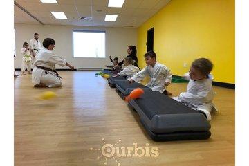 Ryu Karaté Shotokan à Chateauguay: Les tout-petits développent la maîtrise de leurs mouvements.
