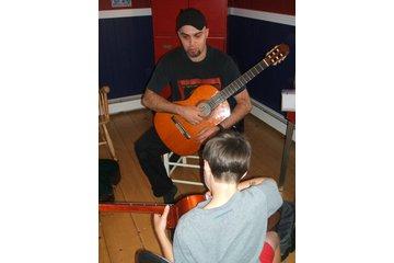 La guitare à ta portée in Trois-Rivieres: Cours de guitare avec un élève