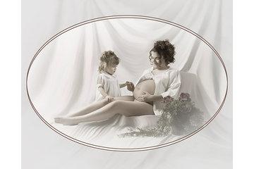 """Studio de Photographie Stéphane Larivière à Rigaud: Une femme enceinte avec sa fille """"Nous serons bientôt trois"""""""
