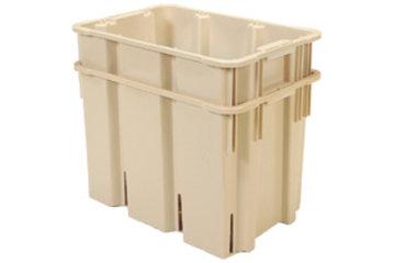 Dubois Agrinovation in Saint-Rémi: beige buchorn plastic containers