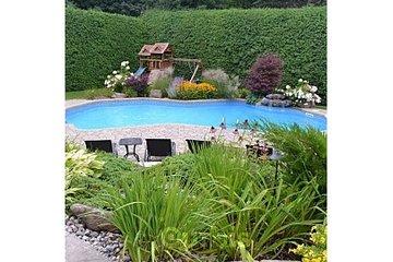 Amenagement-paysager-muret Terre en fleur in St-Eustache: piscine paysagement plate-bandes