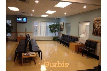 Clinique de Médecine Industrielle et Préventive du Québec in Montréal: Salle d'attente de la CMIPQ (côté droit)