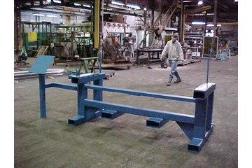 Produits D'Acier Métalpro Inc in Sainte-Anne-des-Plaines: Support de machine en acier peint