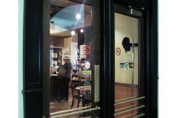 Café Vienne à Montréal: Entrée dans la gare windsor