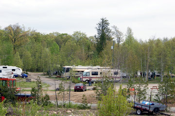 Camping Du Circuit in Saint-Calixte