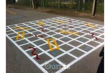 Gestimo Signalisation Inc. à Chambly: Jeux serpent échelles dans cour d'école