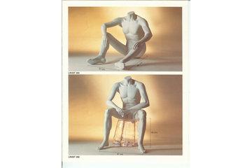Groupe WMF Inc à Anjou: mannequin assis