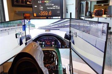The Race Room à calgary: Full Motion Racing Simulator